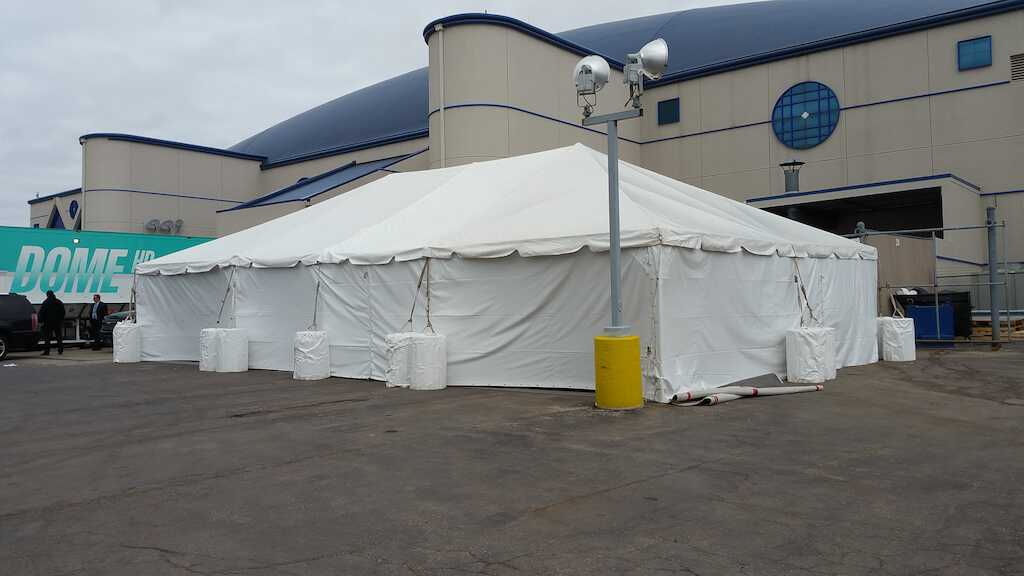 Heated Dining Tent Enclosure in Rosemont, IL 2